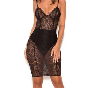 Lace house of cb dress